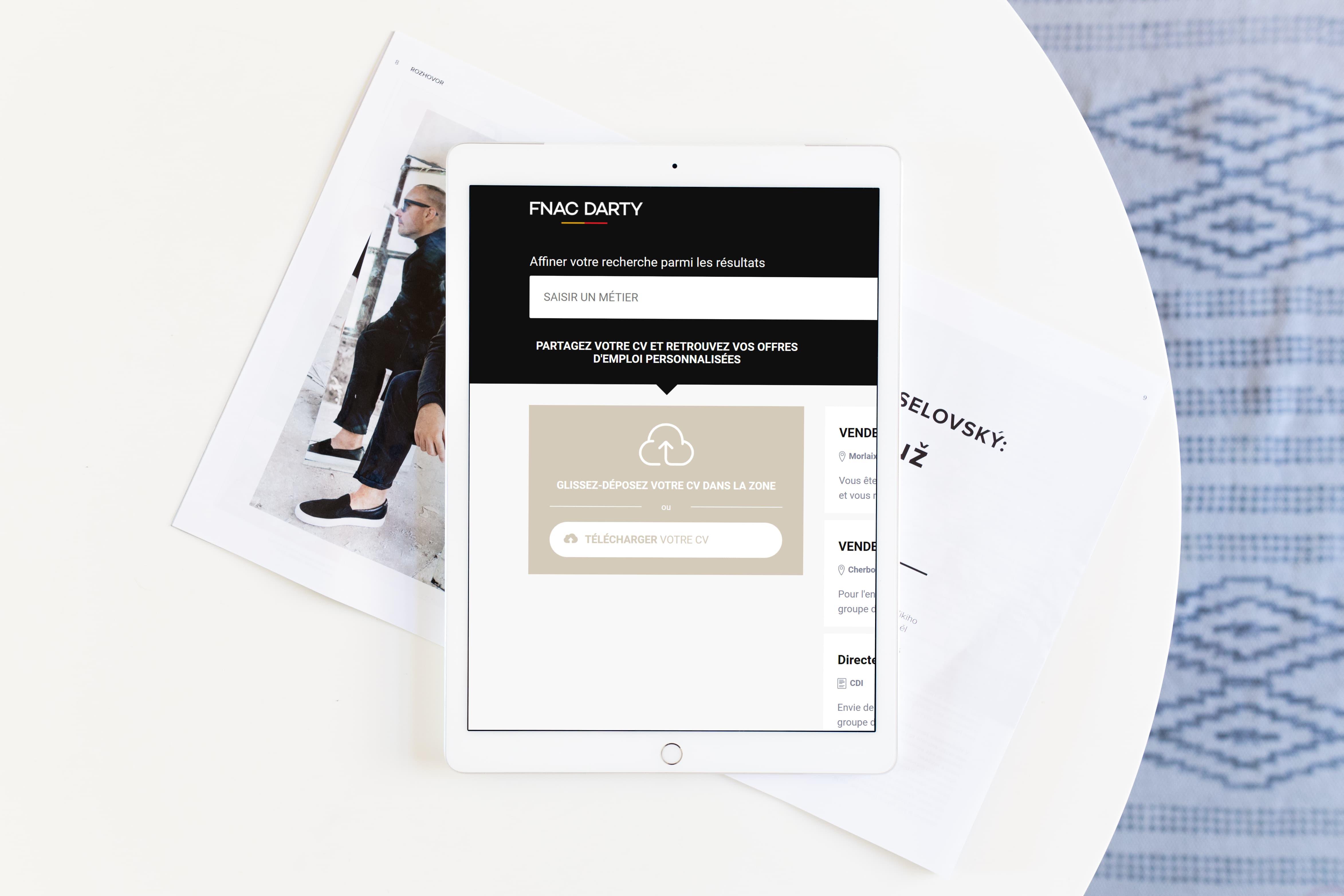 ipad-pro-mockup-with-magazine
